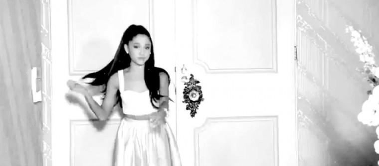 Ariana Grande dévoile la première vidéo de sa pub pour son parfum Ari