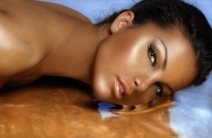 Comment s'exfolier pour garder une peau bronzée après l'été ?