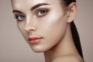 Strobing: la tendance du teint ultra-lumineux