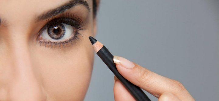 Comment appliquer de l'eye-liner sur le bord de la paupière inférieure ?