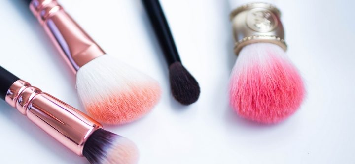 Comment nettoyer des pinceaux à maquillage ?