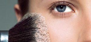 Vous avez la peau grasse ? Nos conseils pour choisir votre maquillage !