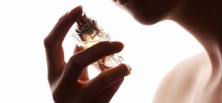 Trois façons de bien porter son parfum