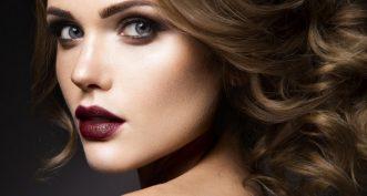 Comment bien porter le rouge à lèvres foncé ?