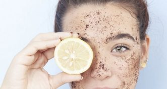 Quelles différences entre le gommage du corps et du visage ?