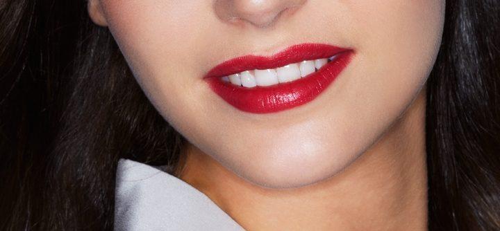 Devenir une femme fatale avec un rouge à lèvres couleur sang !