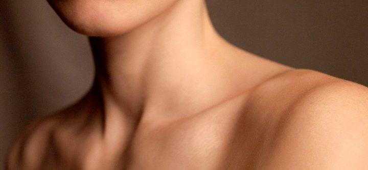 Prenez aussi soin de votre cou pour rester glamour !