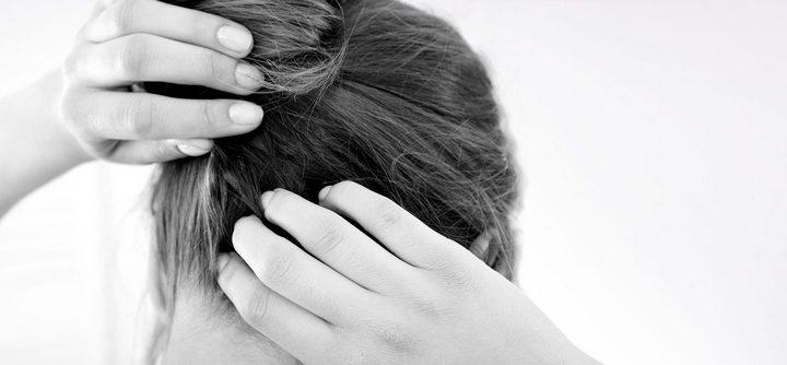 Vous avez les cheveux qui grattent ? Voici comment faire !
