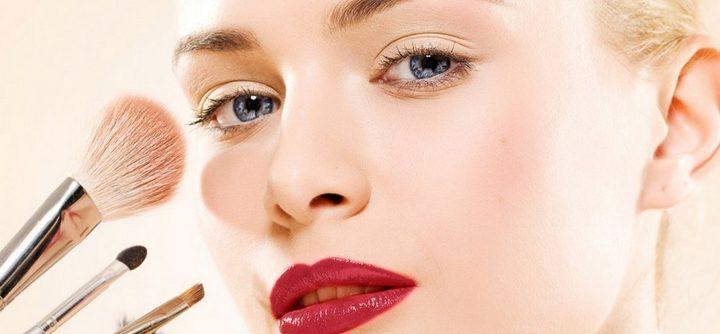Cinq astuces makeup pour les femmes pressées