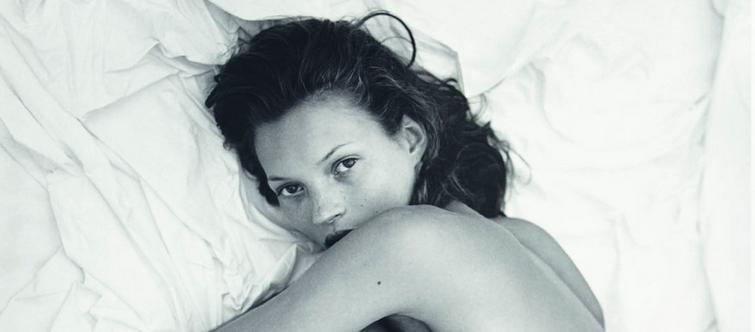 Pour Obsessed for Women, Calvin Klein remet en avant des clichés publicitaires inédits de Kate Moss