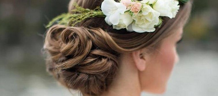 Les tendances coiffures 2018 pour être la plus belle aux mariages cet été