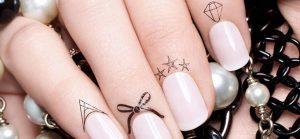 Cette année, on se fait un tatouage sur nos ongles !