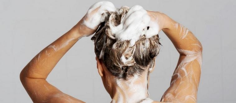 Est-ce mauvais de se laver les cheveux tous les jours ?