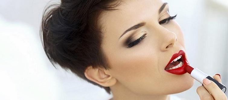 Sublimez votre maquillage cet automne avec un nouveau rouge