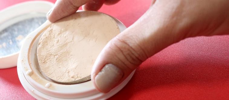 Comment réparer sa poudre, son blush ou ses fards à paupières cassés ?