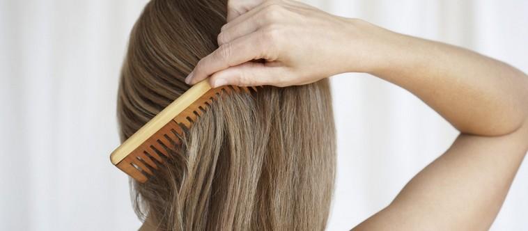 6 astuces pour se démêler les cheveux sans les abîmer