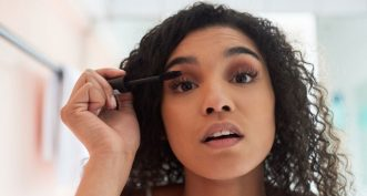 Pourquoi doit-on limiter l'usage des mascaras waterproof ?