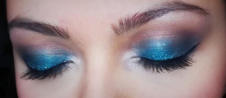 Faire un smoky eyes bleu comme une pro !